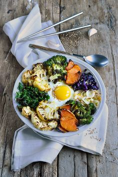 My bibimbap with grilled vegetables because I& crazy about bibimbap and grilled vegetables! - My bibimbap with grilled vegetables - Healthy Vegetable Recipes, Easy Salads, Good Healthy Recipes, Healthy Salad Recipes, Lunch Recipes, Healthy Chicken Recipes, Asian Recipes, Asian Vegetables, Grilled Vegetables