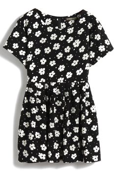 Black Short Sleeve Daisy Print Pleated Dress US$27.80