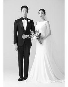 Pre Wedding Photoshoot, Wedding Poses, Wedding Couples, Wedding Portraits, Modern Wedding Venue, Wedding Scene, Wedding Dress Pictures, Sexy Wedding Dresses, Marriage Poses