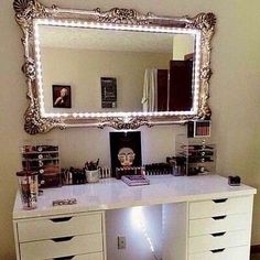 """Vanity Ideas Luv the small glamour lights lining the frame of mirror,a nic twist from the """"Hollywood Vanity Lights"""" <3 xxMissyxx"""