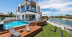 Modern home design in Broadbeach Waters with a contrasting interior between white, natural wood and black Location: Broadbeach Waters, Queensland, Australia Year: 2016 Photo courtesy: Groove Tile & Stone Home Deco, Wooden Facade, 100 M2, Small Terrace, Arch House, Two Story Homes, Story House, Pent House, Pool Houses
