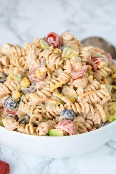 Taco Pasta Salad - a creamy pasta salad with all your favorite taco toppings! Great to make ahead and have in the fridge for dinner or for potlucks! Creamy Pasta Salads, Easy Pasta Salad Recipe, Best Pasta Salad, Taco Salad Recipes, Taco Pasta Salads, Ceasar Pasta Salad, Spinach Salads, Spinach Recipes, Side Recipes