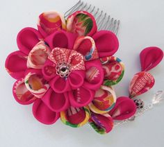 This artist, HanamiGallery on Etsy, makes the most amazing silk flower hairpieces! Have you ever seen anything so gorgeous!!