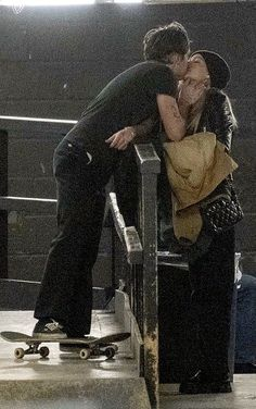 Brooklyn Beckham PIC EXC: Smitten star and girlfriend Nicola Peltz pack on the PDA Kings Of Leon, Relationship Goals Pictures, Cute Relationships, Grunge Couple, Nicolas Peltz, Brooklyn Beckham, The Love Club, Teen Romance, Photo Couple