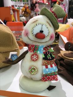 Sujey Deza's media statistics and analytics Christmas Sewing, Primitive Christmas, Christmas Snowman, Christmas Holidays, Christmas Ornaments, Snowman Crafts, Christmas Projects, Felt Crafts, Holiday Crafts