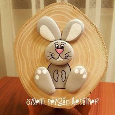 Wonderful DIY decoration ideas with painted pebbles Stone Crafts, Rock Crafts, Resin Crafts, Diy And Crafts, Crafts For Kids, Arts And Crafts, Pebble Painting, Pebble Art, Stone Painting