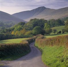 """pagewoman: """" Pen y Fan, Brecon Beacons, South Wales """" I go to London in a few days! I love the english countryside.perhaps I should say british. Beautiful Islands, Beautiful Places, Places To Travel, Places To See, Pembrokeshire Wales, Brecon Beacons, British Countryside, Island Nations, South Wales"""