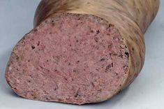 Leberwurst Charcuterie, How To Make Sausage, Food To Make, Typical German Food, Home Made Sausage, Tapas, Romanian Food, Hungarian Recipes, Smoking Meat