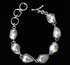 Beautiful pearl necklace in sterling silver.