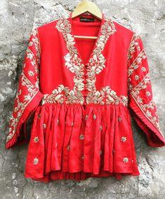 Stylish Bridal Lehenga Blouse Designs For Modern Bride Choli Designs, Lehenga Designs, Saree Blouse Designs, Stylish Blouse Design, Fancy Blouse Designs, Indian Fashion Dresses, Indian Designer Outfits, Pakistani Dresses, Lehenga Blouse
