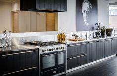 Keukenstudio Maassluis B. Showroom, Kitchen Cabinets, Dream Kitchens, Home Decor, Basement, Decoration Home, Room Decor, Kitchen Base Cabinets, Fashion Showroom