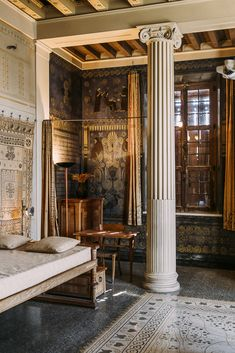 The rustic colors and cupport beanie make this a Roman room Classical Architecture, Architecture Details, Interior Architecture, Ancient Greek Architecture, Ancient Roman Houses, Ancient Rome, Villa Cote D Azur, Villa Kerylos, Greek Bedroom