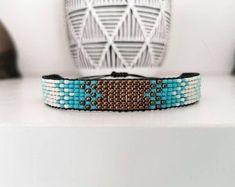 Pretty handmade beaded bracelet! Chevron Friendship Bracelets, Friendship Bracelets Tutorial, Seed Bead Bracelets, Seed Beads, Loom Bracelets, Macrame Bracelets, Micro Macrame, Macrame Knots, Geek Cross Stitch