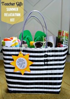 Summer Relaxation gift bag for teacher or friend. Raffle it for stag and doe gift baskets summer Teacher Appreciation Gifts Cadeau Grand Parents, Craft Gifts, Diy Gifts, Cheap Gifts, Easy Teacher Gifts, Teacher Bags, Cadeau Surprise, Stag And Doe, Little Presents