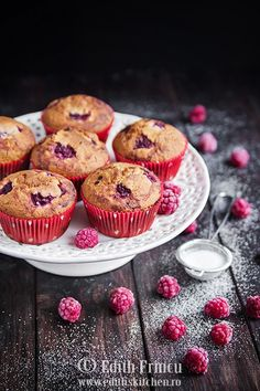 In loc de zmeura se pot folosi caise, capsuni, piersici. Muffin Recipes, Baby Food Recipes, Cookie Recipes, Easy Recipes, Raspberry Muffins, Romanian Food, Fast Easy Meals, Sweets Cake, Breakfast Dessert