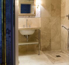 Palazzo storico fiorentino, restauro e scelta pavimenti #italystonemarble #pietredirapolano #bagno #pavimenti