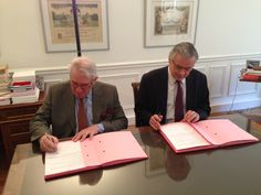 The CNCCEF and the IFA renewed their partnership.  http://www.invest-in-france.org/fr/actualites/le-cnccef-et-l-afii-renouvellent-leur-convention-de-partenariat.html