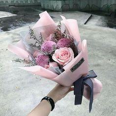 هناك من يتذمر لأن للورد شوكا وهناك من يتفاءل لأن فوق الشوك وردة  #Flowers#flower#flowershop#Egflor