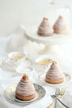 Mont Blanc//Beautiful to look upon and then to eat? French Desserts, Köstliche Desserts, Delicious Desserts, Dessert Recipes, French Pastries, Mini Cakes, Sweet Recipes, The Best, Sweet Tooth