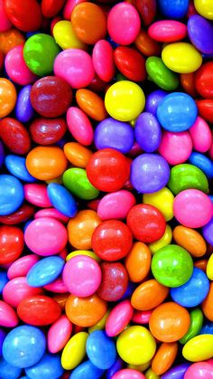 candy is always a great example of oygbiv and the use of color. Food Wallpaper, Wallpaper Iphone Cute, Colorful Wallpaper, Screen Wallpaper, Cute Wallpapers, Iphone Wallpapers, Mobile Wallpaper, Rainbow Aesthetic, Aesthetic Food