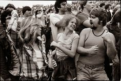 25 Black & White Photos Show Candid Moments of The Rolling Stones Fans in 1978