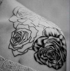 english-rose-tattoo-black-and-whiterose-on-shoulder-on-pinterest-3t57vauj.jpg (558×565)