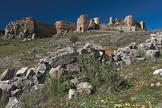 Hornachos. Castle ruins (Built into the eighth century a. C.)  (Photo by Ophrys)
