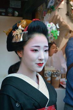 芸妓さんと舞妓さんのブログ (January 2016: maiko Mamefuji of Gion Kobu at Ebisu...)