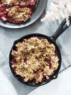 Christmas breakfast pie with saffron, raspberry and oat crumbs