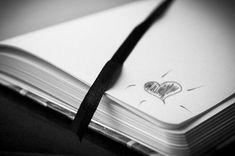 Soñar con una libreta o cuaderno puede representar nuestra creatividad, nuestra capacidad para tener buenas ideas e incluso para la imaginación. También representa a personas que tienden a ser olvidadizas… Sketch Pad, Sketch Notes, Night Pictures, Night Photos, Bullet Journal Key, Dream Meanings, Tombow Dual Brush, Family Images, Writing