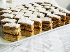 I have loved the honeycomb cake since childhood and I still like it so much . Romanian Desserts, Romanian Food, Romanian Recipes, Hungarian Desserts, Sweets Recipes, Cake Recipes, Hungarian Cake, Honeycomb Cake, Cake Tray