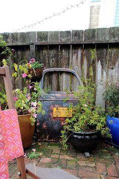 Amazing Metal Yard Decoration To Be A Good Ideas For Back Yard 03 rustygarden Rustic Garden Decor, Garden Whimsy, Garden Junk, Rustic Gardens, Lawn And Garden, Rustic Backyard, Outdoor Gardens, Diy Garden Projects, Garden Ideas