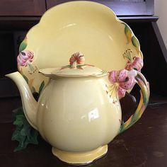 RARE FIND Royal Winton Grimwades Yellow Tea Pot cira 1930s