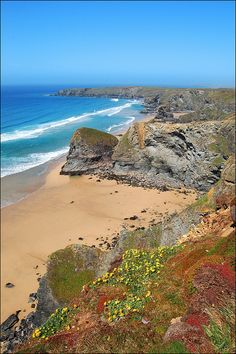 Situated on the north Cornish coast, Bedruthan Steps are a series of sea stacks. Devon And Cornwall, Cornwall England, North Cornwall, Yorkshire England, Yorkshire Dales, North Wales, Places To Travel, Places To See, British Beaches
