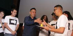 Produser Ody Mulya Hidayat dan sutradara Danial Rifki saat syukuran produksi film Rembulan Tenggelam di Wajahmu (foto by kicky herlambang/guritanews.com)