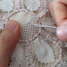 Poentles manual work, making (second part) -Making of crochet-romanian lace (second part .Poentles rucni rad,izrada(prvi deo)-Making of crochet-romanian lace(first part)the cord الكوردون Hand Embroidery Tutorial, Hand Embroidery Stitches, Embroidery Techniques, Ribbon Embroidery, Embroidery Designs, Filet Crochet, Irish Crochet, Diy Crochet, Crochet Doilies