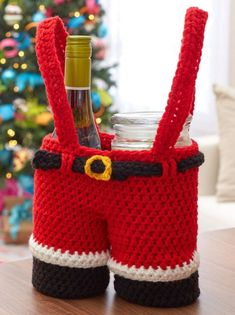 Santa Pants Gift Holder --Crochet a holder that will present your gift in a very special way! Our Santa Pants is sized to hold bottles of wine or glass candles with festive style and originality. Crochet Christmas Gifts, Crochet Christmas Decorations, Holiday Crochet, Christmas Wine, Christmas Knitting, Crochet Gifts, Crochet Yarn, Christmas Patterns, Crochet Ornaments