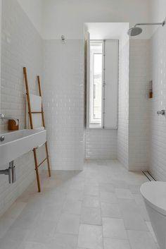 House in Mouraria by Jos Andrade Rocha, Lisbona, 2015 - Ricardo Oliveira Alves #bathroom