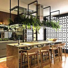 Modern cafe-like island Loft Kitchen, Kitchen Interior, New Kitchen, Kitchen Dining, Kitchen Decor, Dining Area, Industrial Kitchen Design, Industrial House, Küchen Design