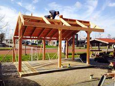 Kapschuur 300x600 cm in aanbouw. Als zaagpakket al leverbaar vanaf €1949,- Voor meer informatie 0592-542371 http://www.vinnehoutbouw.nl