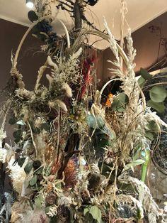 Moin , 🥶 jetzt wo Weihnachten weg geräumt ist hält der #Frühling Einzug langsam und zögerlich aber er kommt und frische Farbe in die #Wohnung Top aktuelle Trend Farben sind #gelb und #grau . Jetzt ist Zeit das #HomeOffice auf zu peppen gegen den #Winterblues . Kostenlose Eigenwerbung durch Verlinkung. www.flowerandmore.de #regionaleinkaufen #deko #spring #regional #regionaleprodukte #blumen #flower #flowerandmore #flowerandmoredüsseldorf #düsseldorf #pempelfort #trends #trend #frühlingsdeko… Regional, Christmas Wreaths, Trends, Holiday Decor, Home Decor, Self Promotion, Holiday Decorating, Collection, Yellow