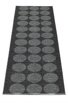 "Carpet ""Hugo"" black by Pappelina."