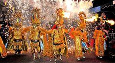 Carnaval no Mundo! Bolivia, People Dancing, Travel Photos, Carnival, Culture, Painting, Spanish Classroom, Reyes, Film