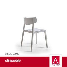 Silla -- {Wing} es una evolución de la tradicional silla de madera, adaptada a avances técnicos altamente innovadores. Con un diseño de estilo vintage, es útil para cualquier entorno, tanto interior como exterior, ya que responde a las necesidades estéticas de las nuevas tendencias en mobiliario colectivo, en diseño, colorido, acabados y complementos. Una pieza de proporciones y formas equilibradas, robustas y estables, con una geometría