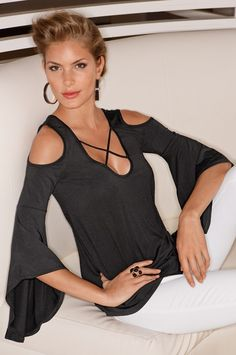 Elegance is easy at Boston Proper. Shop chic, stylish summer clothes for women at Boston Proper to help you update your wardrobe for summer Love Fashion, Autumn Fashion, Womens Fashion, Fashion Trends, Chic Summer Style, Shirt Bluse, Boston Proper, Nice Tops, Casual Chic