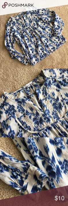 Blue Gap Floral Top Beautiful top in gently used condition. GAP Tops