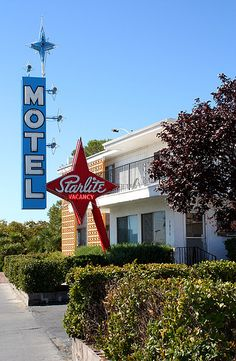 Starlite Motel neon sign - I would love to see a night view of this! Vintage Hotels, Vintage Travel, Retro Signage, Vintage Neon Signs, Exterior Signage, Roadside Attractions, Old Signs, Googie, Neon Lighting