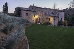 Podere Navigliano by Ciclostile Architettura is an antique tuscan farmhouse in the heart of Sienese Clays where nature and history are the undisputed. Bologna, Siena, Residential Architecture, Interior Architecture, Farmhouse Renovation, House Extensions, Stone Houses, Cottage Homes, Traditional House