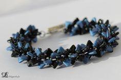 Bracelet 3D en perles triangles bleues et noires en verre de Bohême