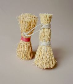 Traditional washing up whisks. Made of rice root, which isn't rice at all but the root of a grass called zatacon, native to the arid Mexican highlands. From Iris Hantverk in Sweden, where visually impaired craftsmen produce beautiful handmade brushes.